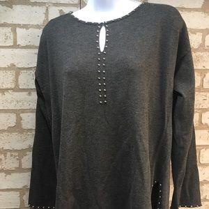 Large ladies gray sweater. EUC
